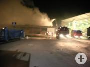 Brandbekämpfung mit Wasserwerfer und mehreren B-Rohren